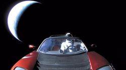 La dernière photo de la Tesla de Musk, en route vers l'espace, est bourrée de références