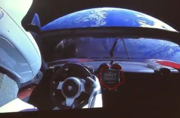 La dernière photo de la Tesla d'Elon Musk, en route vers l'espace, est bourrée de références