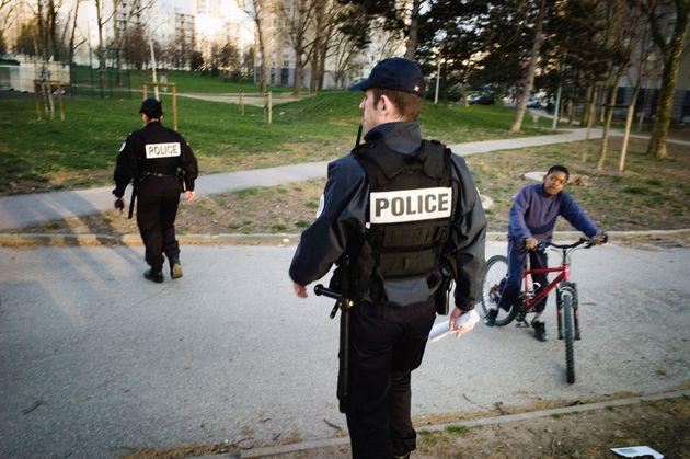 Des policiers de l'Unité territoriale de quartier (Uteq) surveillent le quartier du Mas-du-Taureau, à...