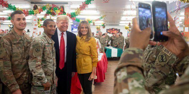 Donald et Melania Trump ont passé quelques heures aux côtés de soldats américains en