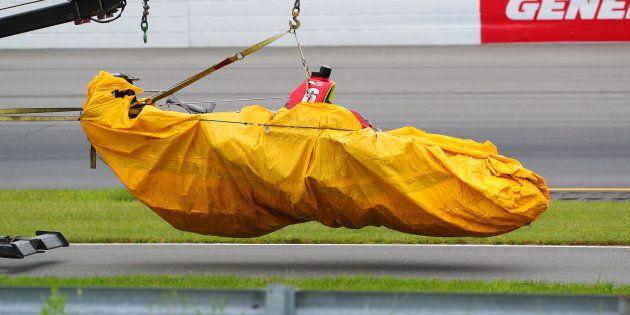 La voiture de Robert Wickens évacuée après son grave accident au Grand Prix de Pocono en