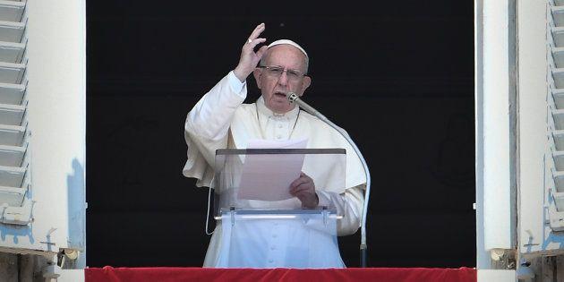 Le Pape François donnant un discours au Vatican ce dimanche 19