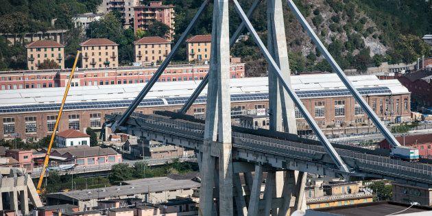 Une vue aérienne du pont Morandi effondré à Gênes le 19 août