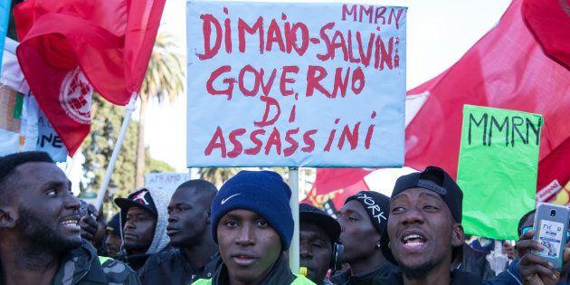 Une manifestation à Rome contre le décret loi anti-migrants de Salvini, le 15 décembre
