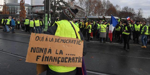 Les gilets jaunes demandent une démocratie plus participative, le grand débat national peut-il répondre...
