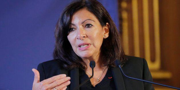 Anne Hidalgo en conférence de presse à Paris le 29