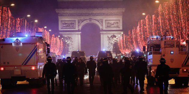 Gilets jaunes: sécurité renforcée pour la soirée du Nouvel An à Paris, Bordeaux et Nice (Photo d'illustration...