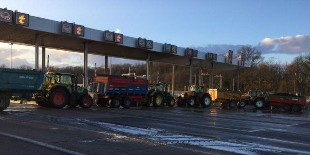 L'autoroute A10 bloquée par les agriculteurs près de Tours ce vendredi 9 février
