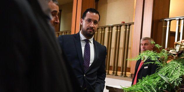 Après qu'il a déclaré continuer à échanger avec Emmanuel Macron, Alexandre Benalla a beaucoup fait