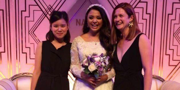 Afshan Azad entourée des actrices Bonnie Wright et Katie Leung le 19 août à