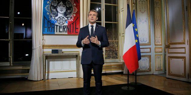 La position d'Emmanuel Macron lors de ses voeux fait réagir les internautes (Photo prise le lundi 31...