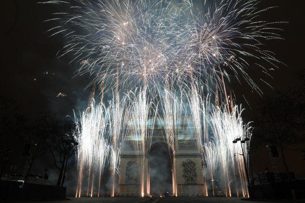 Bonne année 2019: les images du réveillon du Nouvel An sur les