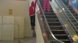 Personne ne prend l'escalator comme ce skieur suisse aux JO