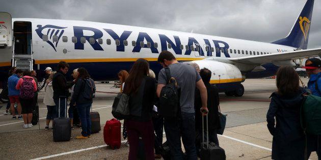 Des passagers attendant d'embarquer à l'aéroport de Londres-Gatwick le 23 août