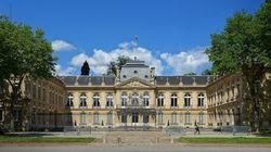 La mort d'un ouvrier de 68 ans sur le toit de la préfecture des Yvelines