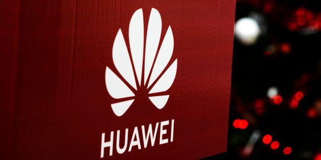 Le fabricant chinois de smartphones Huawei a sanctionné deux employés qui avaient utilisé un iPhone de...
