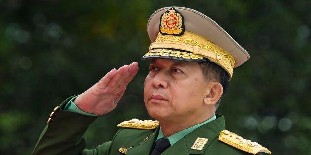 Le général Min Aung Hlaing à Rangoun le 19 juillet