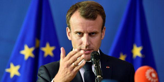 Emmanuel Macron reprend sa course en solitaire à travers
