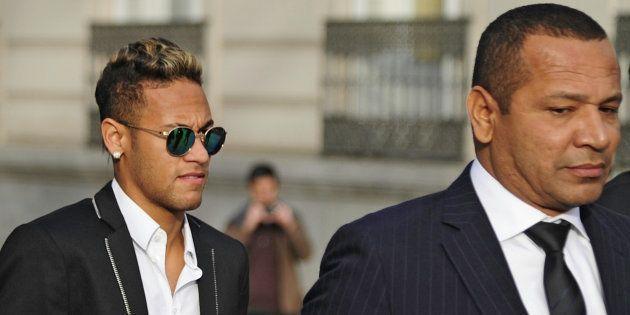 Le père de Neymar prend la défense de son fils après