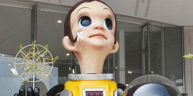 La statue de l'enfant en combinaison radioactive était placée près de la gare de