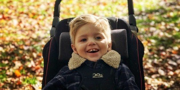 Je voue à Oliver un dévouement absolu, inconditionnel, sans limites — comme il se doit pour tout parent.