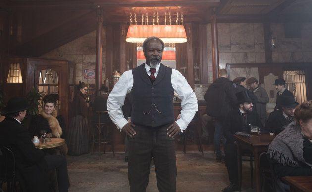 Dans la pièce, comme dans le film, Jean-Michel Martial est Monsieur