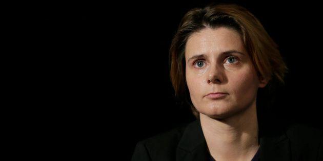 Accusée par la défense de Tariq Ramadan, Caroline Fourest porte