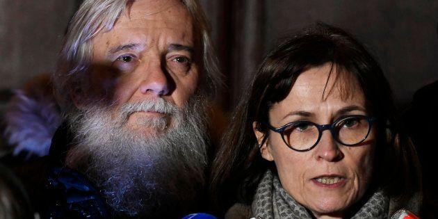 Didier et Cécile Noyer, les parents d'Arthur Noyer (ici en décembre devant le palais de justice de Chambéry),...