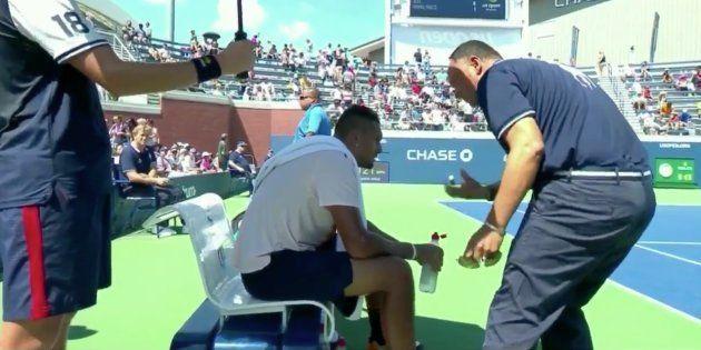 À l'US Open, Nick Kyrgios était si démotivé que l'arbitre a essayé de le remettre dans son