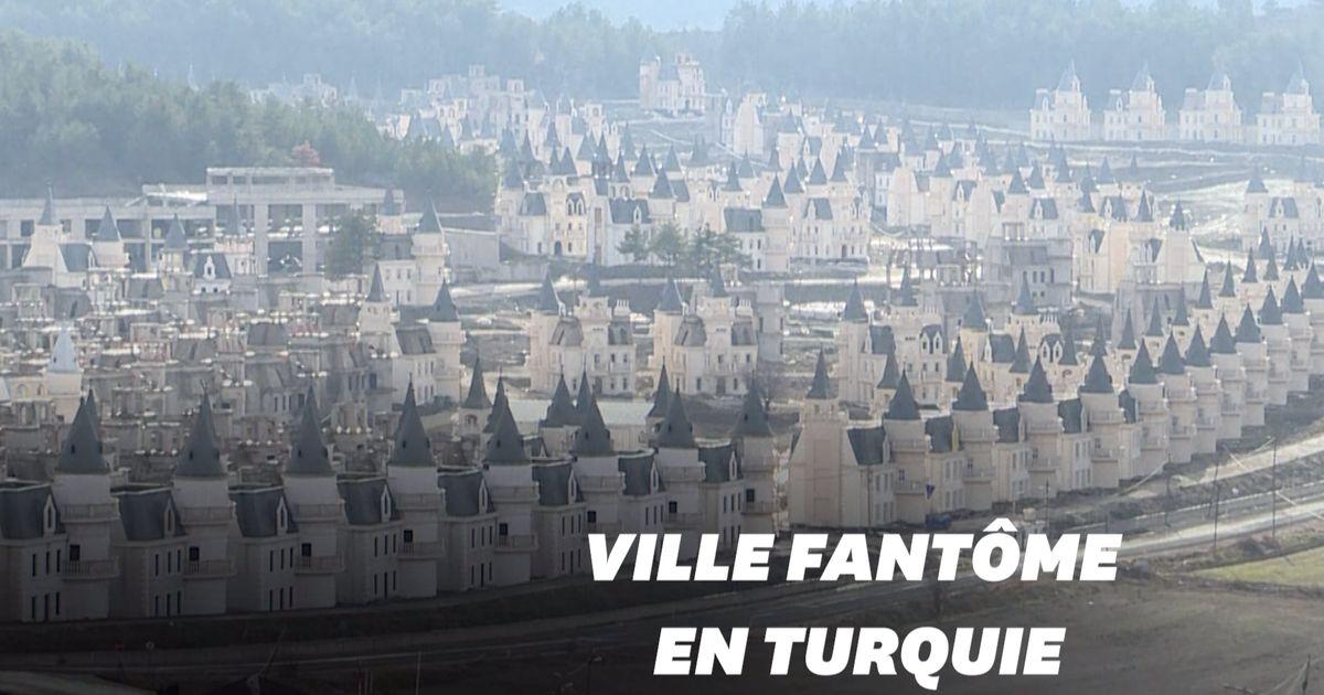 Cette ville de faux châteaux français à l'abandon fait froid dans le dos