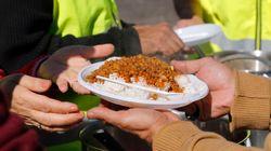 Collomb se donnait 15 jours pour organiser la distribution des repas aux migrants à Calais, c'est