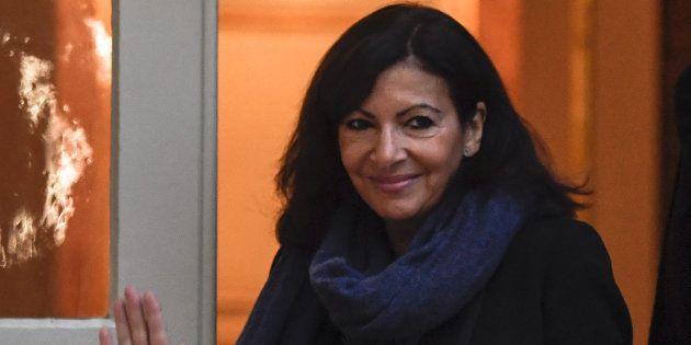 Anne Hidalgo (ici à Matignon le 3 décembre) annonce la gratuité des transports à Paris pour les enfants...