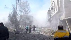 Les images des secours après la mort d'au moins 100 civils dans ce fief des rebelles