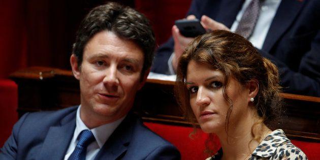 Deux ministres ont appelé la présidente de la CNDP Chantal Jouanno à tirer les conséquences de son retrait...