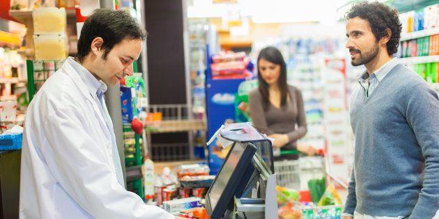 Je suis caissier de supermarché et ces 5 comportements effarants sont mon quotidien