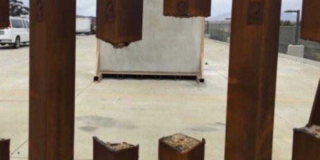Une barrière en acier sciée lors d'un test mené par le Département de la Sécurité