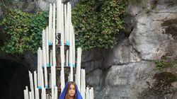 Une artiste se dénude au sanctuaire de