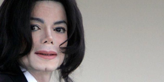 Michael Jackson au tribunal de Santa Barbara en Californie pour le deuxième jour de son procès pour abus...