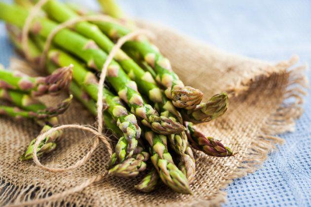 Ajouter des asperges dans votre salade matinale peut soulager la gueule de bois.