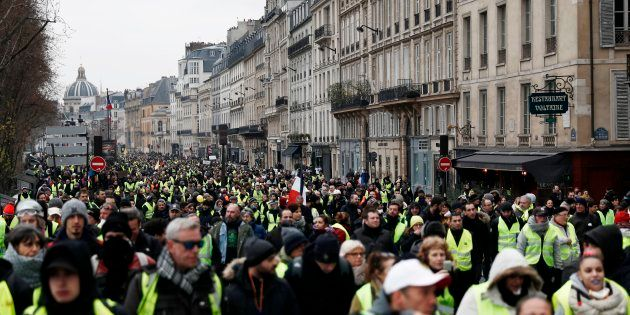 Des gilets jaunes manifestant à Paris le 5 janvier