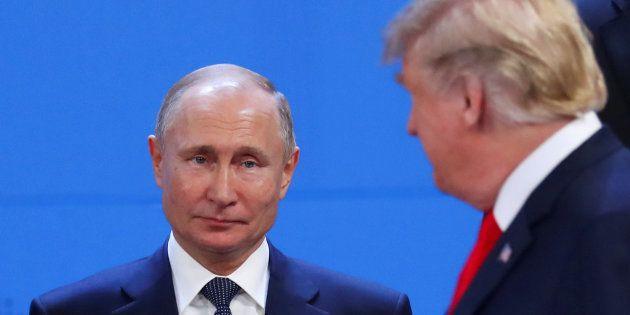 Le FBI a enquêté pour savoir si Donald Trump (ici à Buenos Aires avec Vladimir Poutine le 30 novembre)...