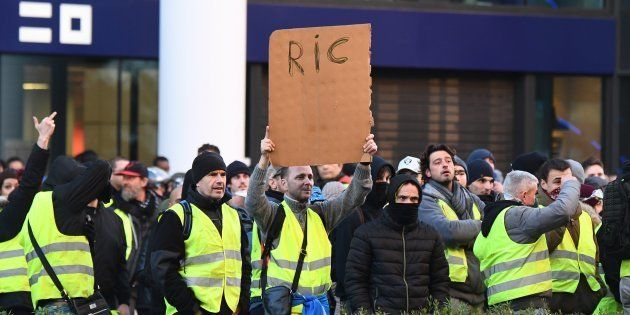 Ce samedi 12 janvier, des gilets jaunes défilant à Marseille réclamaient encore l'instauration du référendum...