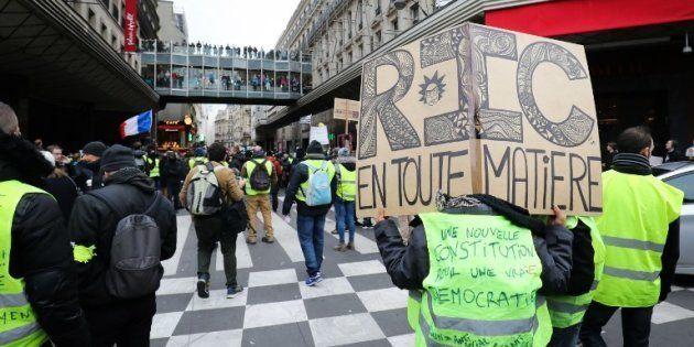Un manifestant lors l'acte 9 des gilets jaunes samedi 12 décembre avec une