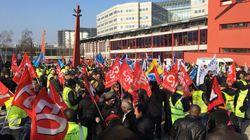 Une centaine de manifestants rentre de force dans un terminal de