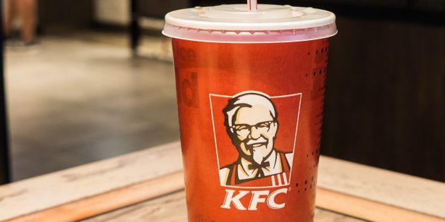 Chez KFC, comme dans la plupart des enseignes de fast-food, les pailles en plastique sont rarement