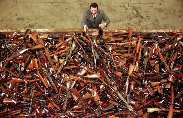 En 1997, Mick Roelandts -en charge du nouveau contrôle des armes pour la New South Wales Police- devant...