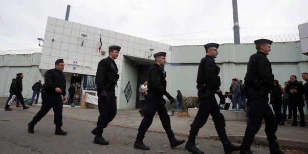 Des policiers devant la prison de Borgo, en janvier (Image