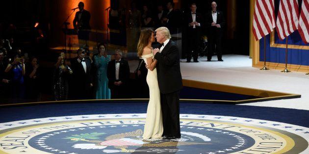 Melania et Donald Trump lors du bal de l'investiture du 45e président des États-Unis à Washington le...