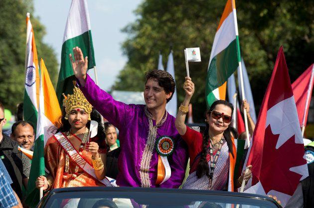 Justin Trudeau en Inde, ses nombreuses tenues et danses traditionnelles n'auront pas sauvé sa
