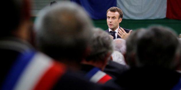 Emmanuel Macron est revenu sur les critiques sur ses petites phrases ce 15 janvier Grand Bourgtheroulde,...
